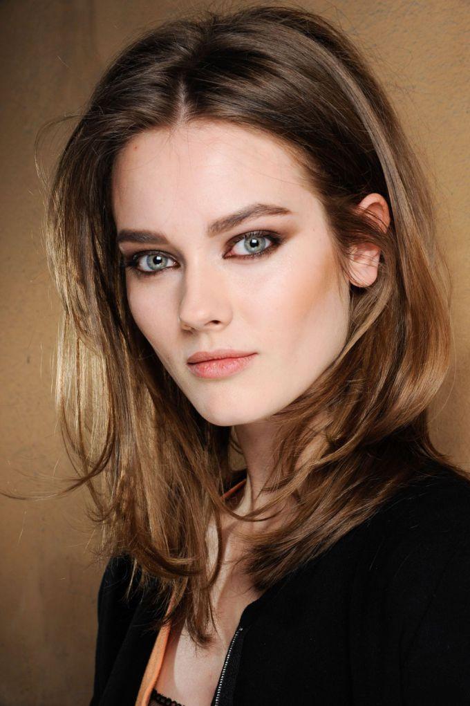 Processos de pré pigmentação poderia ser utilizado para remover as manchas provocadas por tintura de cabelo. 2