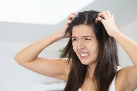 Como remover a coceira no couro cabeludo